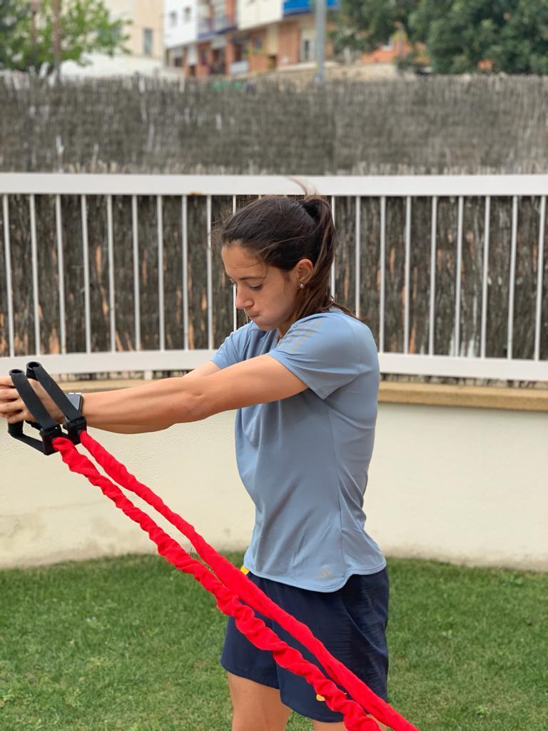 Aitana Bonmatí entrenant en una sessió a casa